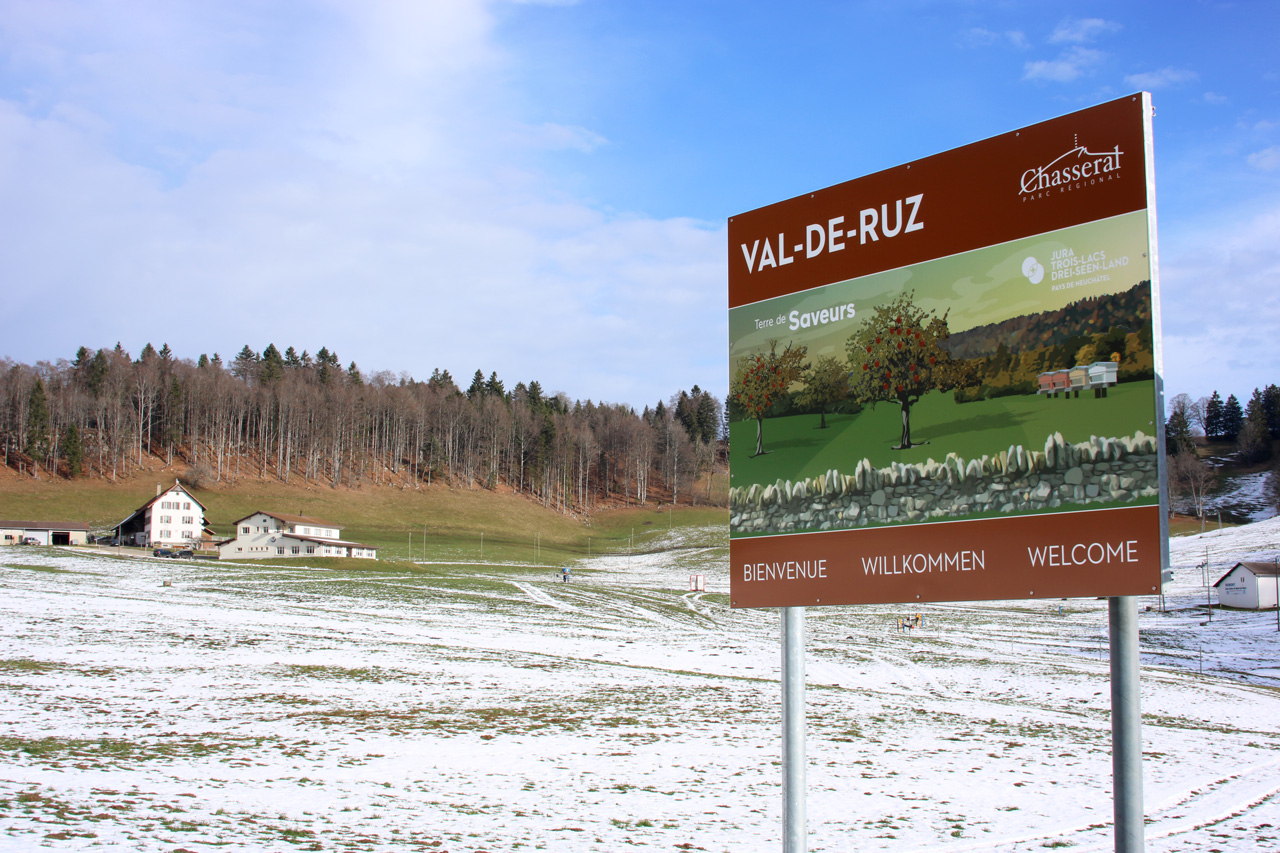 Commune du Val-de-Ruz – Panneau de signalétique touristique